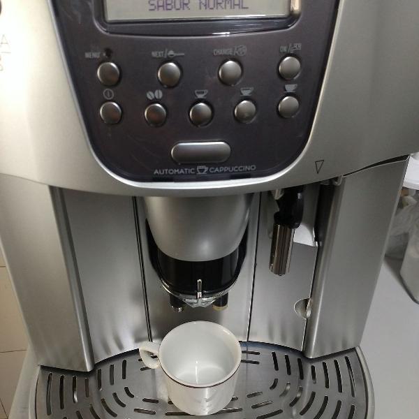 Maquina de café delonghi magnifica 110v