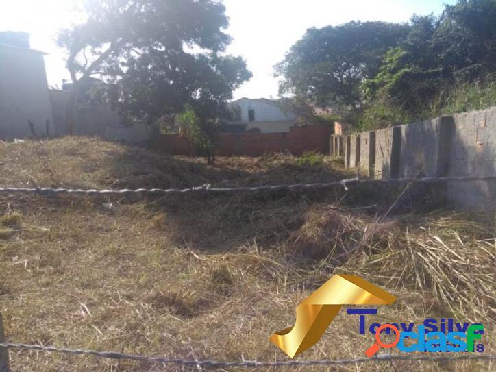 Ótimo terreno murado com 420 m² na vila do peró em cabo frio