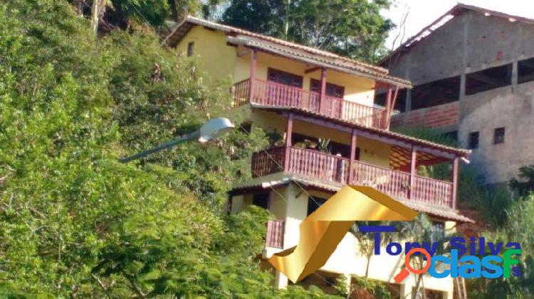 Casa triplex em condomínio independente com 3 quartos em cabo frio