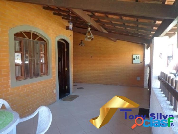 Casa linear em condomínio com 03 quartos nas palmeiras cabo frio