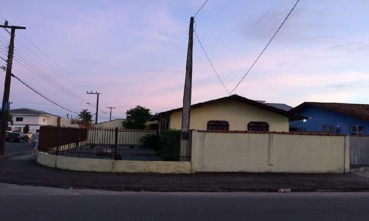 Casa com 03 dormitórios (sendo 01 suite)- Aventureiro -
