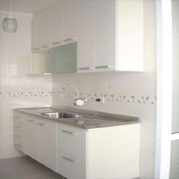 Apartamento, totalmente reformado em excelente estado de