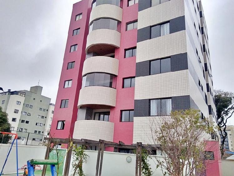 Apartamento com 98,00 m2 privativos e 2 vagas livres.