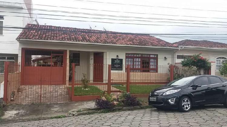 Casa para Venda - Barreiros, São José - 201m², 4 vagas
