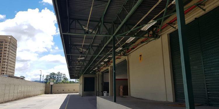 Galpão/depósito/armazém para aluguel tem 2400 metros