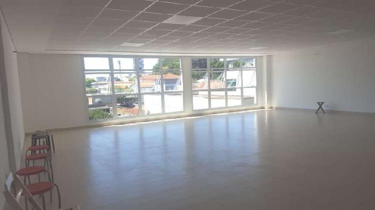 Locação imóvel comercial possui 400 m2 divididos e dois