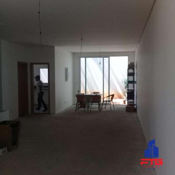 Casa em condomínio fechado com 4 suites no jardim