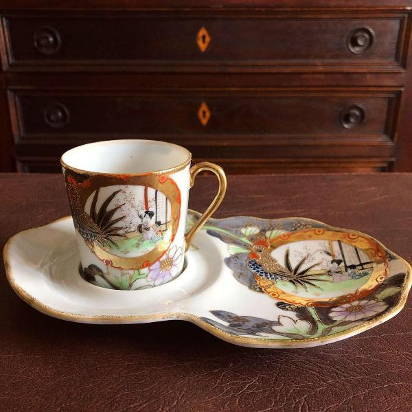 Antiga xícara porcelana japonesa