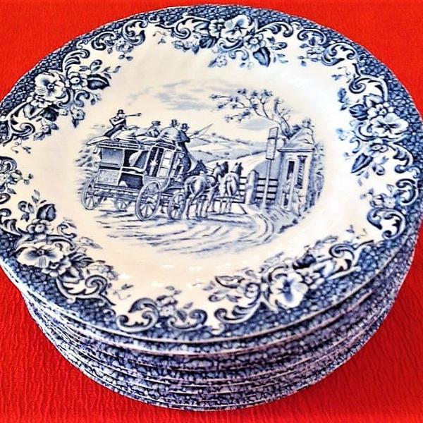 Conjunto de 11 (onze) pratos rasos de porcelana de 17cm by
