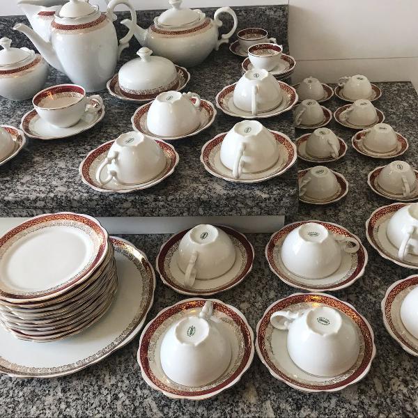 Conjunto de porcelana para café e chá
