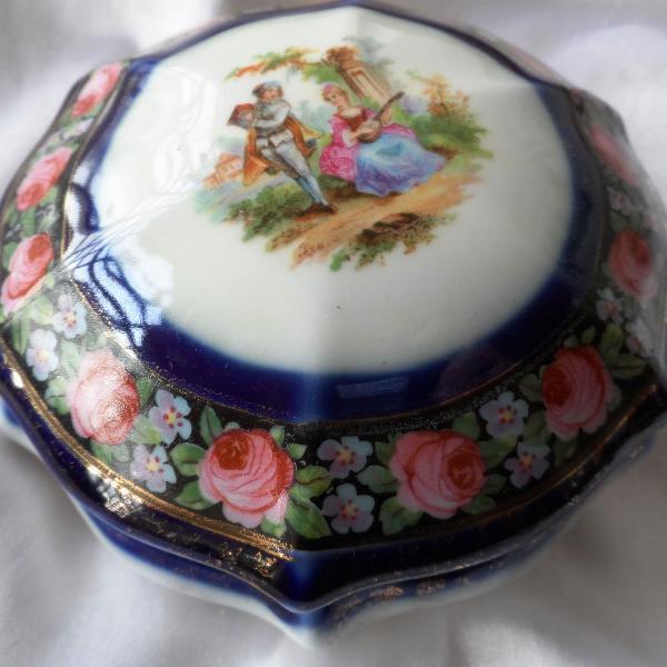 Linda,rara caixa porcelana alemã dec.ouro vintage alemã