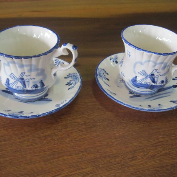 Porcelana holandesa antiga - par de xícaras e pires