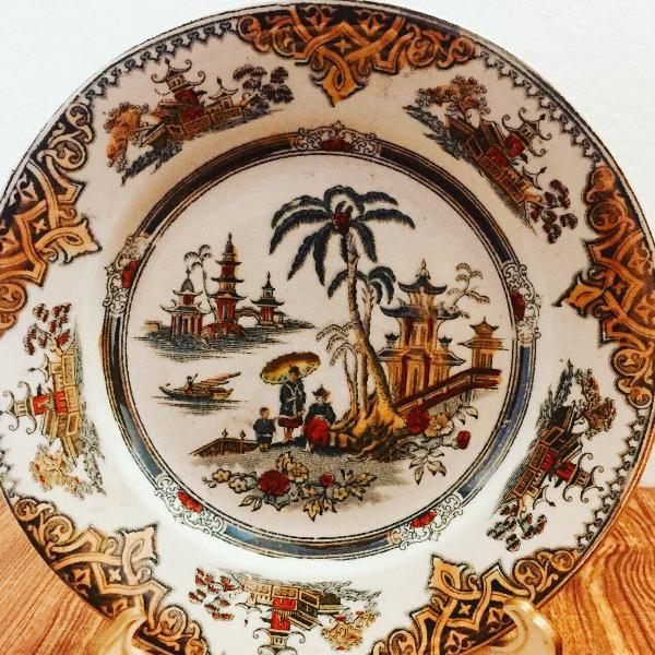 Prato em porcelana, decorativo, colecionavel