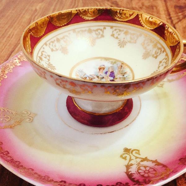 Xícara de cafezinho em em fina porcelana alemã