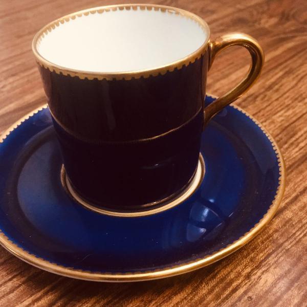 Xícara de cafezinho em porcelana inglesa