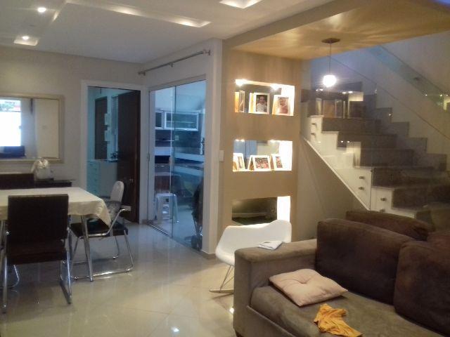 Casa de 3 quartos com área externa e móveis planejados no