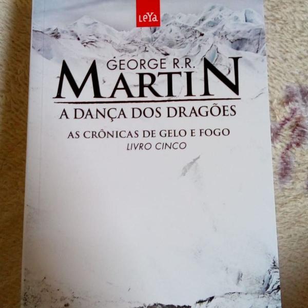 """Livo """"a dança dos dragões"""", g. r. r. martin"""