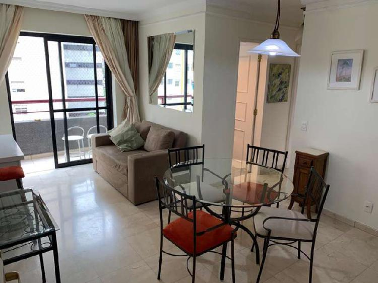 Apartamento mobiliado com varanda e 2 vagas