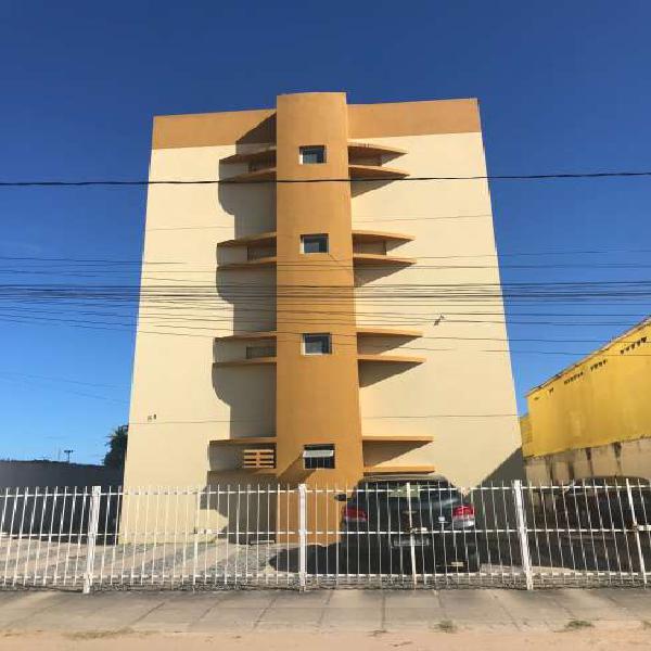 Apto. para aluguel tem 80 metros quadrados com 3 quartos.
