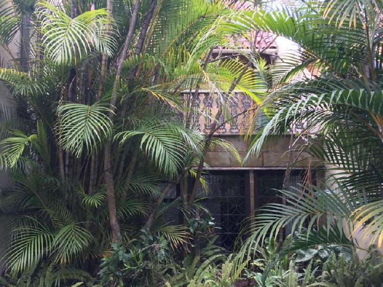 Linda casa situada em ótimo local no mangabeiras com 500