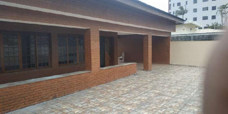 Casa para venda com 220 metros quadrados com 4 quartos em