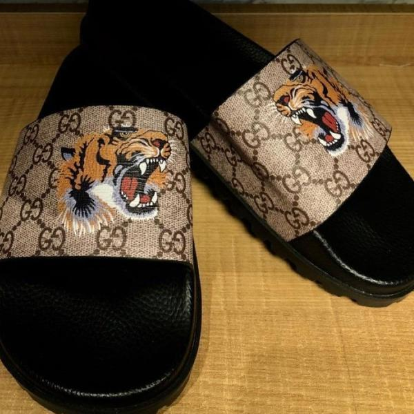 Chinelo slide gucci tiger