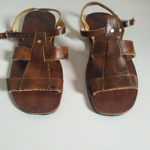 Sandália de couro artesanal