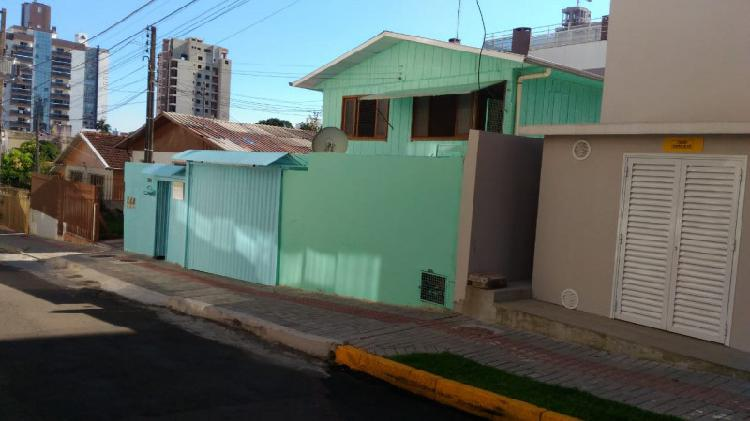 Vende-se terreno com 4 casas em chapecó, próximo ao lang