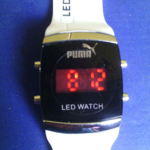 Relógio digital de led pulso de cor branca