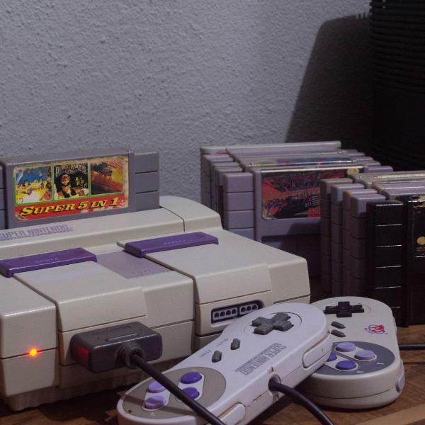 Super nintendo +15 jogos e 2 controles