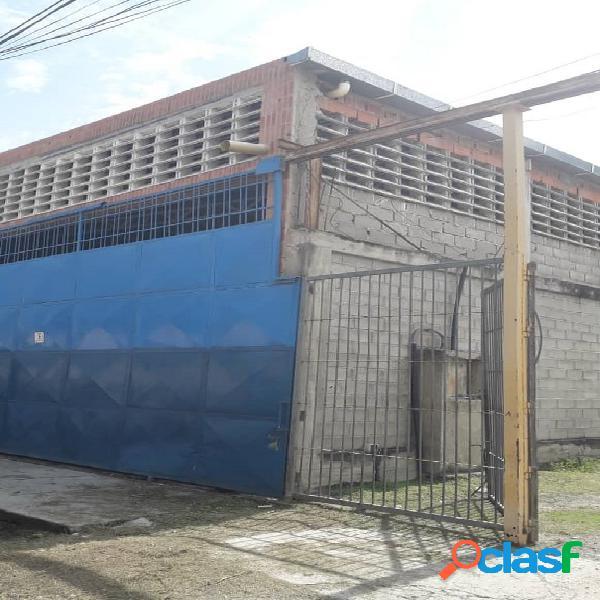 Amplio galpón de 709 m2, ubicado en puerto cabello. zona industrial