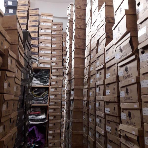 Lote de 100 mil reais em calçados esportivos, roupas e