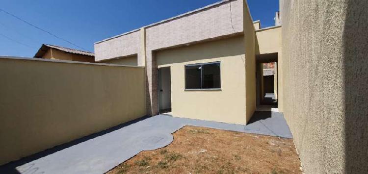 Casa para venda tem 70 metros quadrados com 2 quartos em