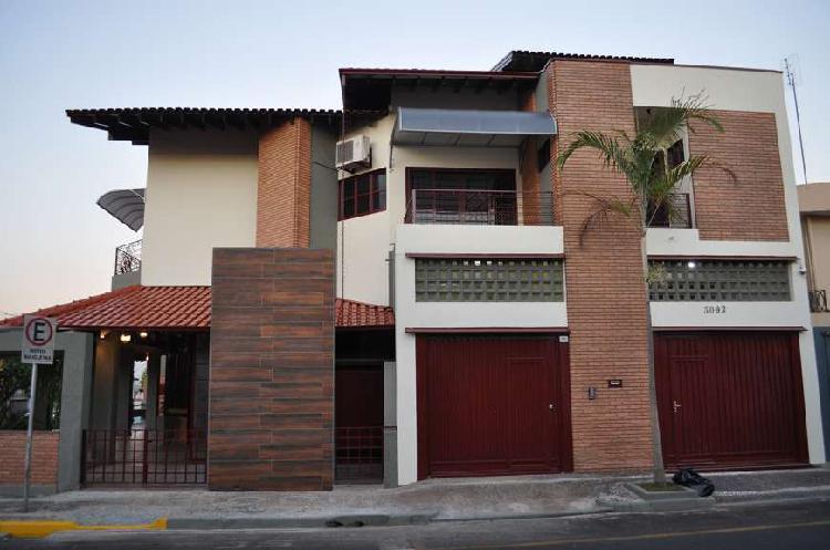 Casa para venda possui 520 metros quadrados com 3 quartos