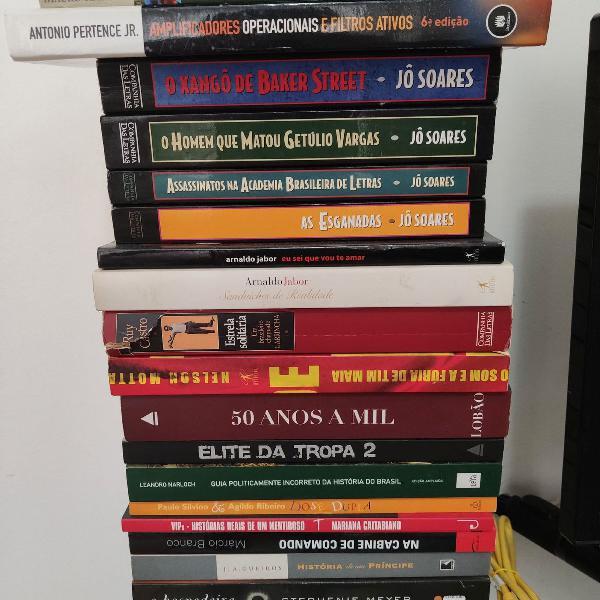 Livros diversos, 10 reais cada