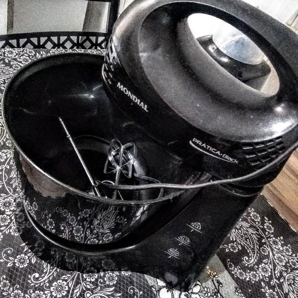 Batedeira gourmet prática black b-12np com 3 velocidades