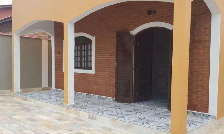 Casa de 220 metros quadrados no bairro barra da lagoa com 3