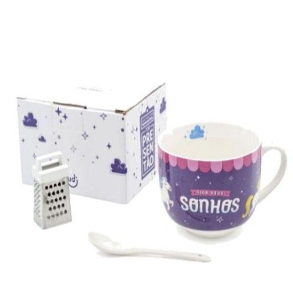 Xicara de sopa com ralador e colher de porcelana