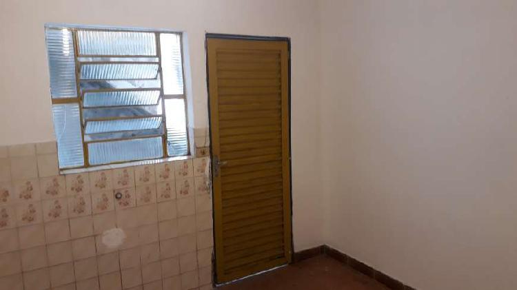 Casa com 1 quarto sala 1 banheiro e lavanderia