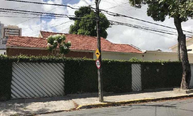 Casa de 217 metros quadrados no bairro Tamarineira com 6