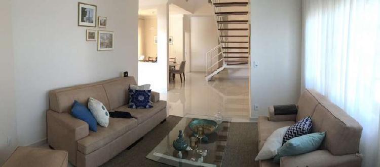 Casa para venda possui 230 metros quadrados com 3 quartos em