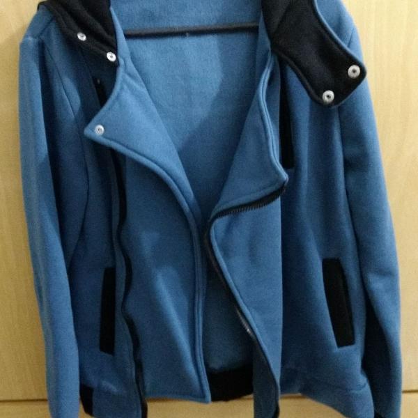 Blusa de frio azul com zíper