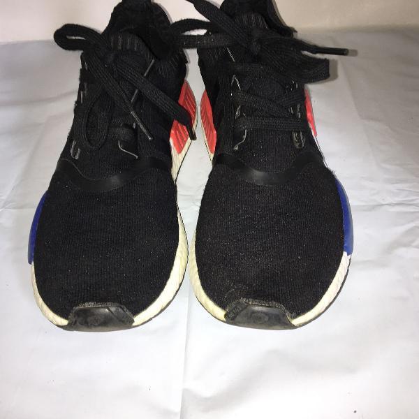 Tênis adidas boost nmd r1 preto c/detalhes vermelho e azul