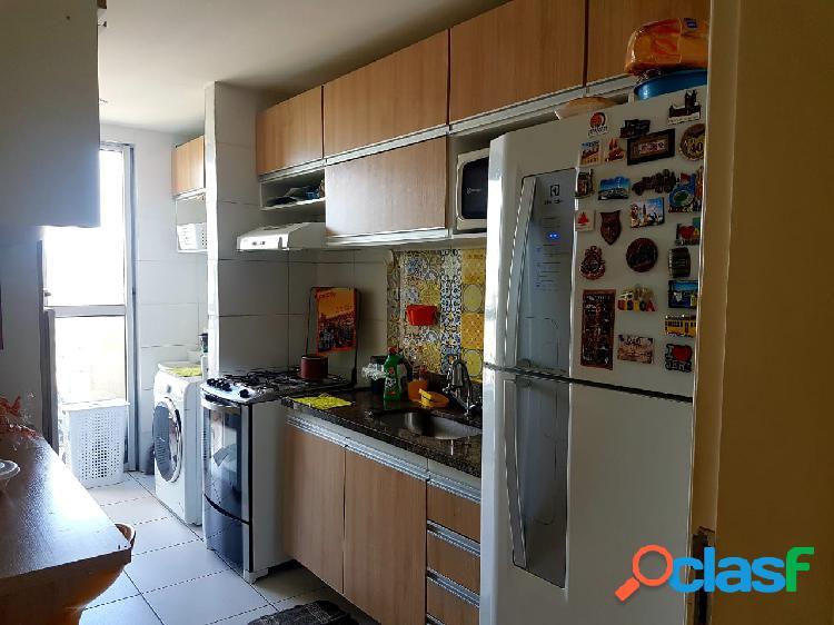 Vende-se excelente apartamento de três quartos em condomínio fechado no parque das laranjeiras manaus-am
