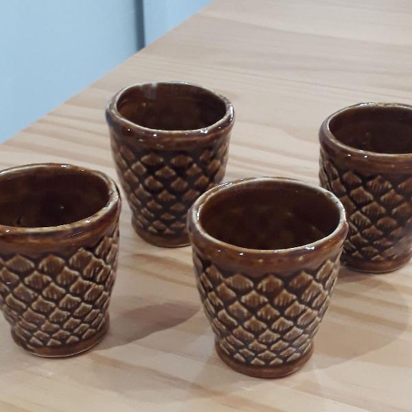 4 copinhos p aperitivos em porcelana