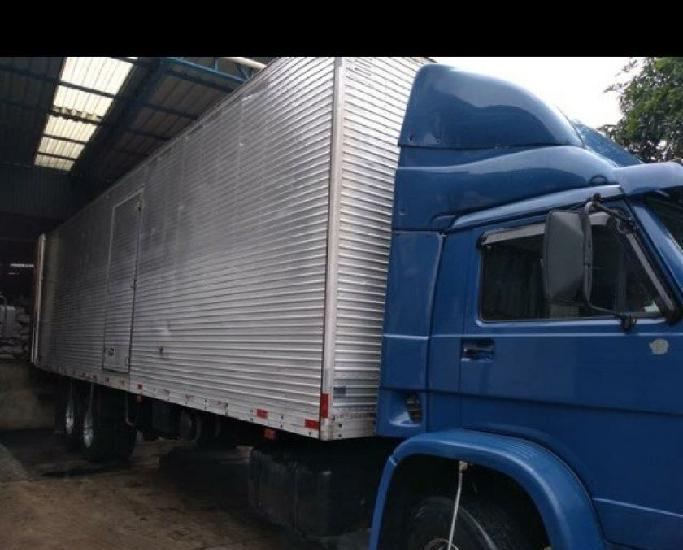 Caminhão volkswagen 23-210 baú de 10.5m