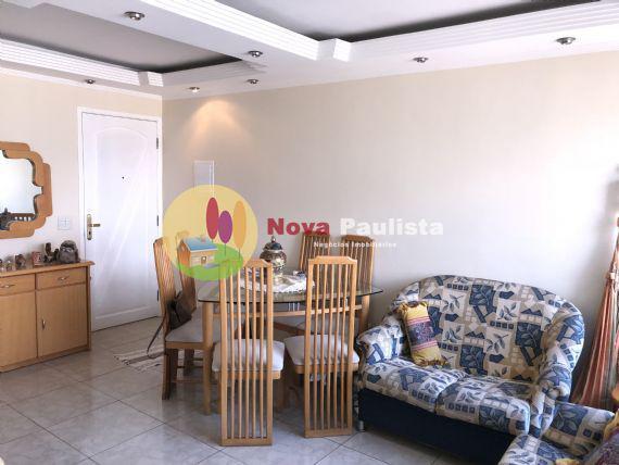 Apartamento com 3 Quartos para Alugar, 76 m2 por R$2.000