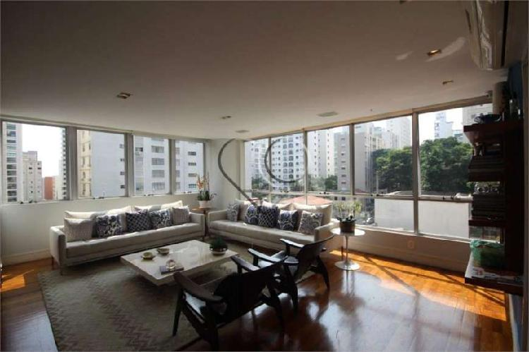 Apartamento reformado no Jardim Paulista.