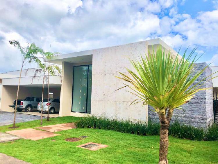 Casa térrea de 04 suítes no condomínio jardins milão