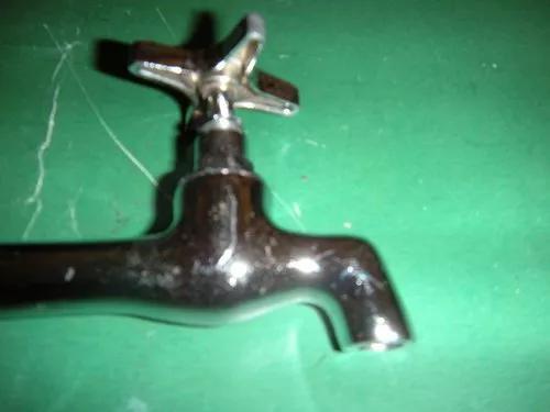 Torneira antiga de bronze para cozinha cano longo.